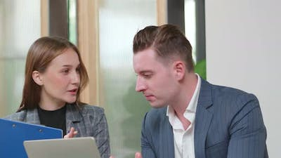 Business meeting to discuss yearly business plan in laptop