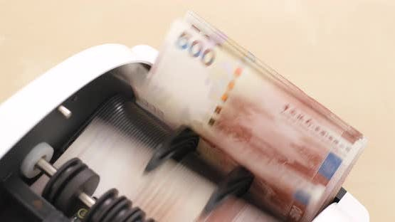 Counting Hong Kong dollar on cash counting machine