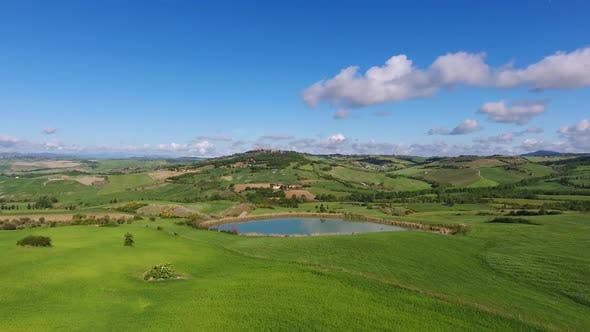 Cover Image for Tuscany Aerial Landscape of Farmland Hill Country