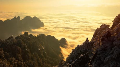 Sunrise time lapse a sea of fog at the Yellow Mountains in China