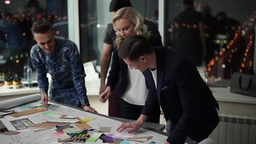 The Design Team Chooses Colors for Interior Design