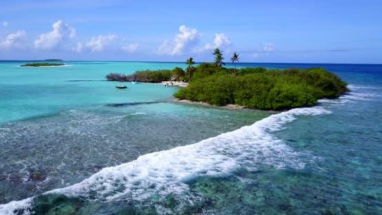 Plan abstrait de jour d'une plage paradisiaque blanche et fond d'eau turquoise turquoise en couleur