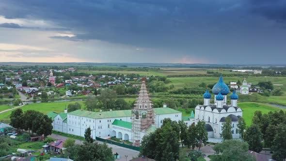 Thumbnail for Luftaufnahme über den Kreml in Suzdal Russland