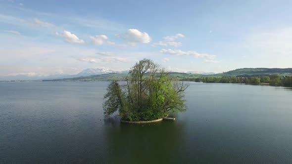 Thumbnail for Establishing Shot of Lake Resort Green Environment Background