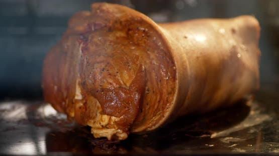Timelapse Schweinshaxe wird im Ofen gebacken