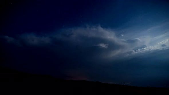 Cover Image for Dramatic night lightning timelapse, Transalpina, Romania.