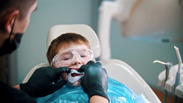 Cover Image for A Little Boy Having His Tooth Done - Putting on a Mouth Guard