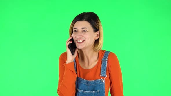 Cover Image for Girl Talking for Mobile Phone, Very Shocked Then Rejoice. Green Screen