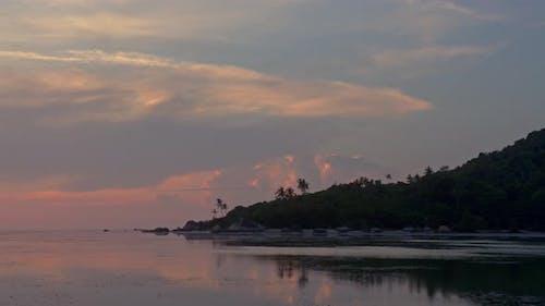Islands Blick Sonnenuntergang Zeitraffer auf dem Strand