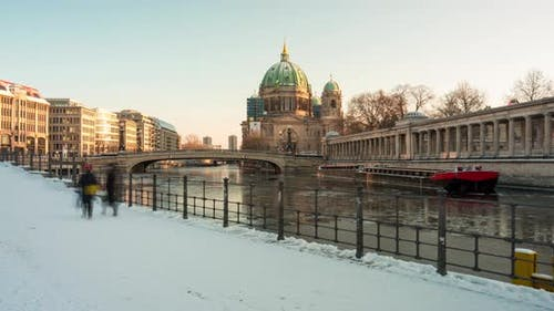 Hyper lapse of the Berlin Dome on winter day, snow and ice floes on spree river