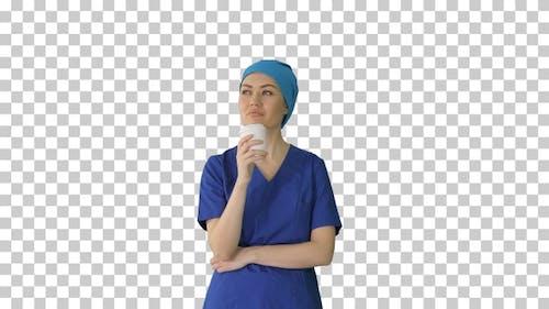 Lächelnde Ärztin oder Krankenschwester in blau, Alpha Channel