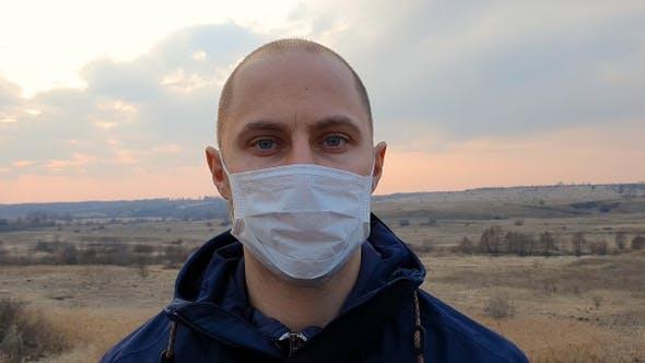 Thumbnail for Gesicht eines Mannes in medizinischer Maske.