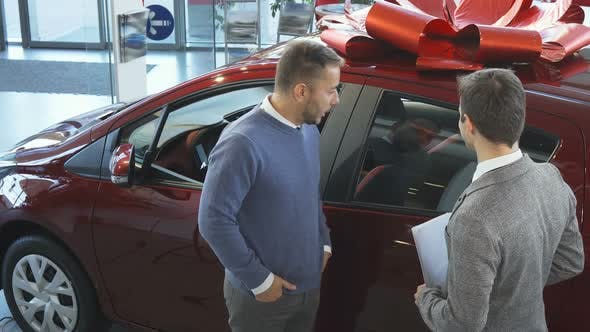 Thumbnail for The Seller of Cars Tells the Buyer the Characteristics of the Car