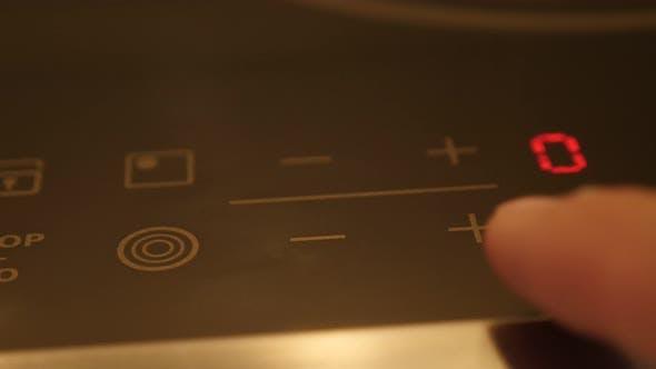 Thumbnail for Temperaturänderung auf Keramikkochfeld 4K Footage