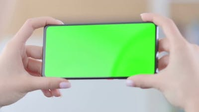 Horizonal Smartphone with Green Screen