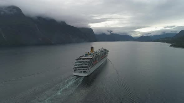 Cover Image for Large Luxury Cruise Ship Is Going in Romsdal Fjord