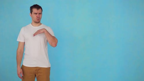 das Problem des unangenehmen Geruchs männliche Wäscheklammer auf der Nase