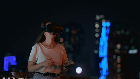 Thumbnail for Simulation of Virtual Reality in Glasses in a Modern City in the Evening