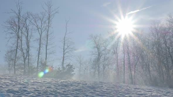 Thumbnail for Tôt le soleil du matin au-dessus des collines de Kraljevica près de la ville de Zajecar dans l'est de la Serbie 4K 3840X2160 UHD vid
