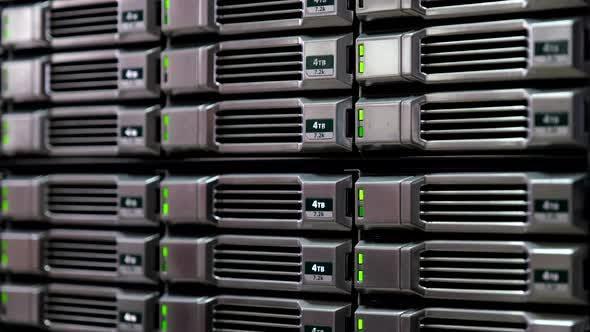 Thumbnail for Speicher und Datenbank im Serverraum