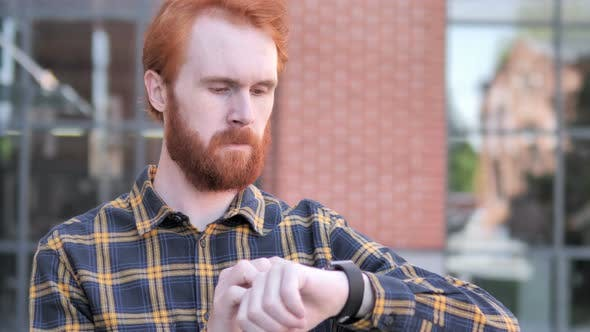 Cover Image for Redhead Beard Young Man Using Smartwatch Outdoor