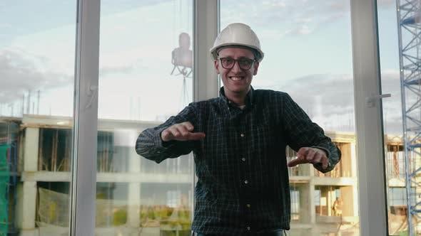 Thumbnail for Ingenieurtanz. Lustiges Tanzen im Helm.