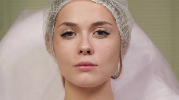 Mädchen bereit für Kosmetologie