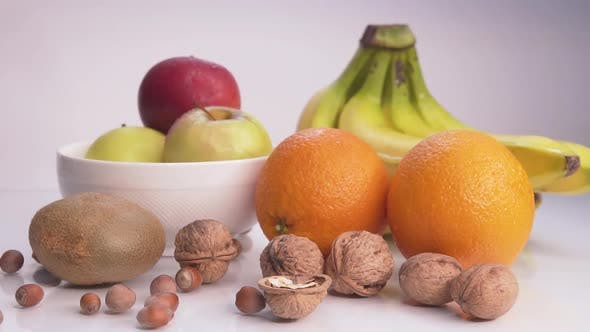 Thumbnail for Gesunde Ernährung Äpfel, Bananen und Nüsse