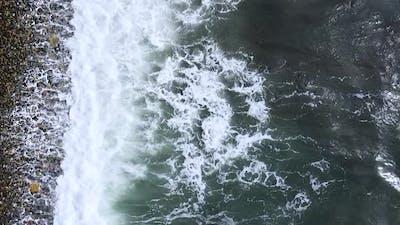 Vertical orientation video: Foamy sea waves. Sea expanse landscape