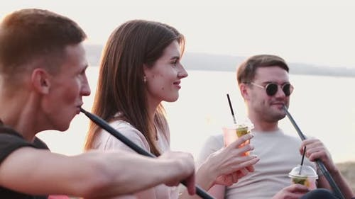 Young People Are Vaping Hookahs and Drinking Cocktail