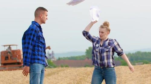 Wütend Farmer Streit auf Feld