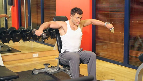 Cover Image for Muscular Man Exercising at the Gym