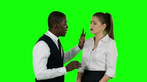Thumbnail for Zwei Geschäftsleute sprechen von Angesicht zu Angesicht. Grüner Bildschirm
