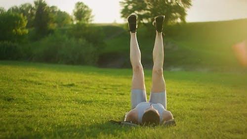 Fitness Strength Training Bodyweight Workout Woman Doing Flutter Kicks
