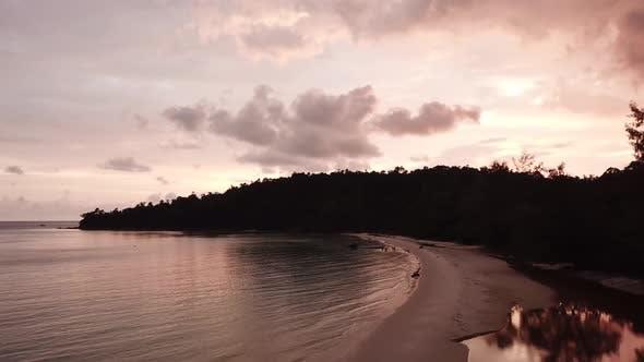 Thumbnail for Blick auf die Insel Koh Rong und den Strand in Kambodscha