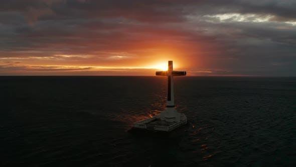 Thumbnail for Croix du cimetière coulé à Camiguin Island, Philippines.