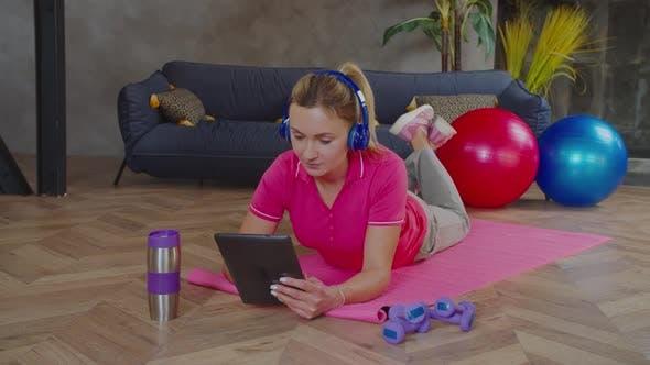 Sportlich Fit Weibliche Chatten online mit Fitnesstrainer