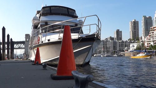 Vancouver - Granville Island Pier - 05