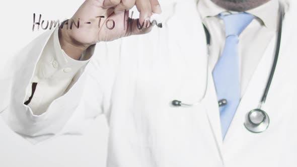 Docteur asiatique écrit humain à humain