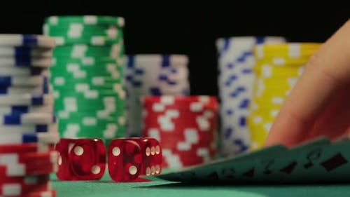 Successful Poker Player Catches Straight Flush, Gets a Chance to Defeat Rivals