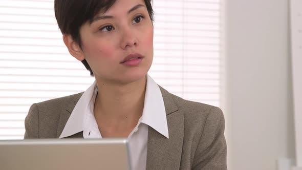Thumbnail for Geschäftspartner sprechen und Notizen machen
