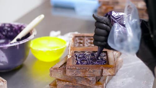 Confectioner Filling Mold By Cream at Sweet-shop 6