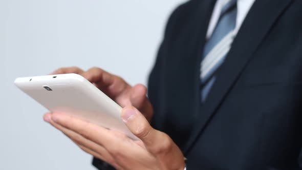 Thumbnail for Geschäftsmann mit Tablet