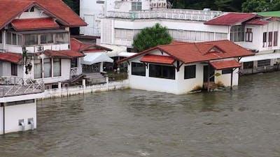 Volunteers To Stop The Flood