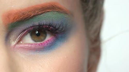 Женский глаз, Красочный макияж