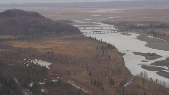 Luftaufnahme mit Hubschrauberaufnahme von Alaksan Wildnis in der Dämmerung, Wald und Bäume, Drohne aufnahmen