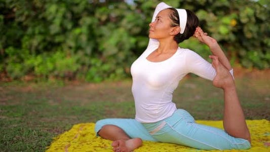 Thumbnail for Yoga Meditation Exercise In Nature 4