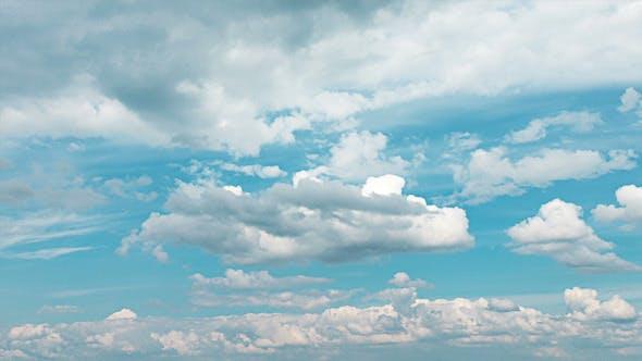 Thumbnail for Fluffy weiße Wolken auf blauem Himmel 03