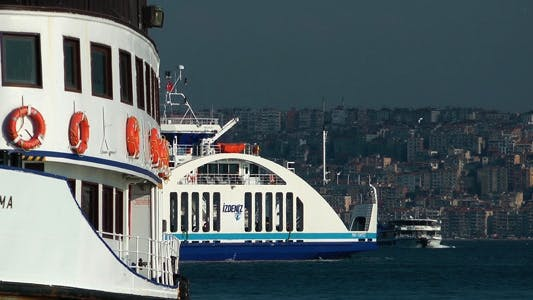 Cover Image for Ferryboat in the City