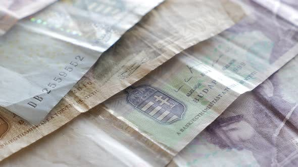 Thumbnail for Ungarische Forint Papiergeld in einer Reihe 4K 2160p UltraHD Filmmaterial - Langsames Schwenken über Papierbanknoten